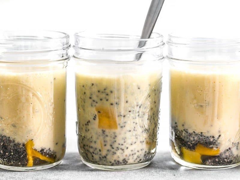 Pudding à la mangue, à la noix de coco et à la chia