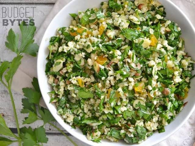 Salade de persil aux amandes et aux abricots