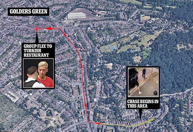 La route terrifiante de Mesut Ozil et Sead Kolasinac dans le nord de Londres jeudi après-midi alors que deux moteurs de moto tournaient derrière le G-Wagon d'Ozil