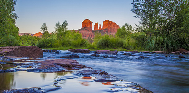 "sedona-cathedral-creek ""width ="" 610 ""height ="" 300 ""srcset ="" https://www.ecobrumi.fr/wp-content/uploads/2019/09/1567471832_839_15-vacances-abordables-par-temps-chaud-en-hiver.jpg 610w, https: //blog1.fkimg.com/wp-content/uploads/2015/11/sedona-cathedral-creek-300x148.jpg 300w, https://blog1.fkimg.com/wp-content/uploads/2015/11/sedona -cathedral-creek-295x145.jpg 295w, https://blog1.fkimg.com/wp-content/uploads/2015/11/sedona-cathedral-creek-290x143.jpg 290w ""tailles ="" (largeur maximale: 610px ) 100vw, 610px ""/><br /><img class="