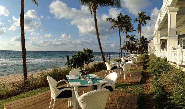 """Pelican Grand Beach Resort, Fort Lauderdale © Rachelle Lucas pour VISIT FLORIDA """"name ="""" Pelican Grand Beach Resort, Fort Lauderdale © Rachelle Lucas pour VISIT FLORIDA """"/>   <figcaption>Pélican Grand Beach Resort, Fort Lauderdale © Rachelle Lucas pour VISIT FLORIDA</figcaption></figure> <p><strong>Miami</strong>, dans l'état ensoleillé de <strong>Floride</strong>, est très chaud et ensoleillé, avec des températures diurnes atteignant 29 ° C, ne descendant qu'à environ 22 ° C la nuit et des températures de mer tièdes à 28 ° C.</p> <p>Il ya environ huit heures de soleil par jour, bien que la chaleur et l'humidité soient élevées, et les rayons UV très élevés, ce qui prouve que le climat est toujours agréable. Il y a également un risque de pluie, car les conditions peuvent toujours être affectées par les tempêtes tropicales, même si le risque est faible.</p> <p>En route vers les parcs à thème de <strong>Orlando</strong>Les conditions sont similaires, mais un peu plus fraîches avec sept heures de soleil et des températures pouvant atteindre 28 ° C.</p> <p>Il y a une chaleur et une humidité modérées et des UV toujours élevés. Il fait donc très chaud, mais pas aussi collant que la côte. Ici aussi, il y a le même risque de pluie et le risque d'être affecté par une tempête tropicale – encore une fois, rien à craindre, mais mieux vaut surveiller les prévisions à ce moment-là.</p> <figure><img src="""