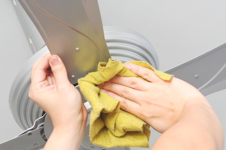 Nettoyage d'un ventilateur de plafond