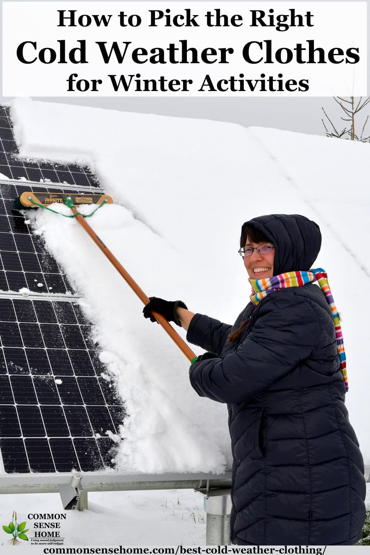 """femme nettoyant la neige des panneaux solaires """"class ="""" wp-image-43577 """"srcset ="""" https://www.ecobrumi.fr/wp-content/uploads/2019/12/1577002473_574_4-couches-de-vetements-pour-temps-froid-que-tout-le.jpg 1000w, https://commonsensehome.com/wp-content/uploads/2017/11/how-to-pick-winter-clothes-768x1152.jpg 768w, https://commonsensehome.com/wp-content/uploads/2017/11 /how-to-pick-winter-clothes-400x600.jpg 400w, https://commonsensehome.com/wp-content/uploads/2017/11/how-to-pick-winter-clothes-600x900.jpg 600w """"tailles = """"(largeur max: 1000px) 100vw, 1000px"""