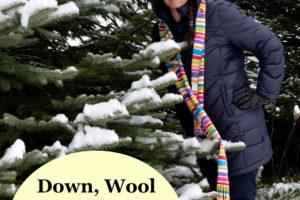 femme, dans, vêtements hiver, près, arbre neigeux