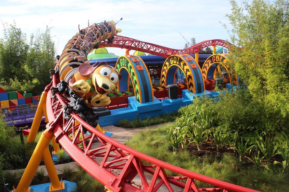 Le Slinky Dog Dash ride à Toy Story Land dans les studios Disney de Hollywood.