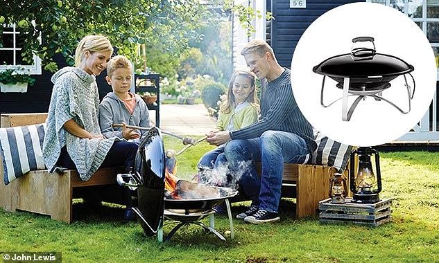 Plaisir en famille: ce foyer extérieur noir Weber de John Lewis coûte 189 £
