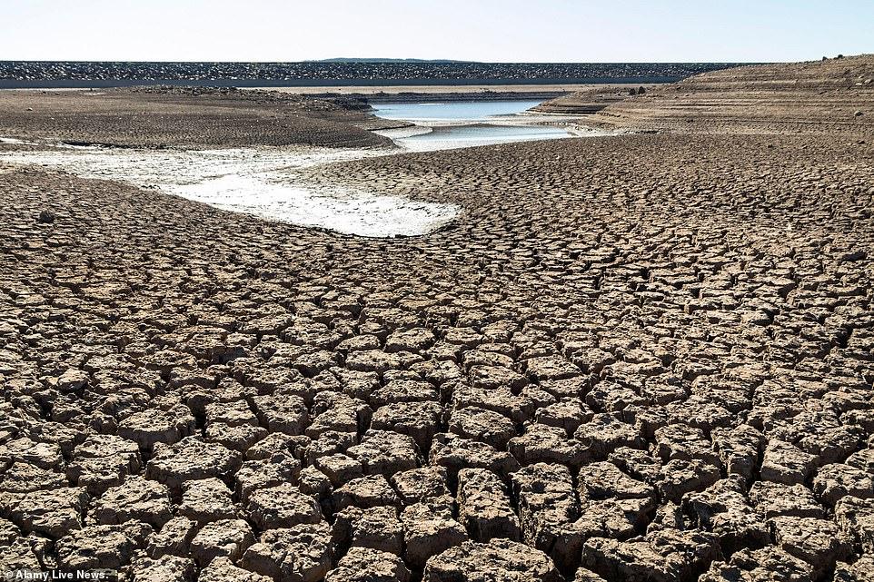Le réservoir Selset, Lunedale, comté de Durham. Water UK a déclaré qu'il n'y avait pas de pénurie d'eau, mais que tout le monde en utilisant plus en même temps qu'il profite du temps ensoleillé à l'extérieur peut entraîner une baisse de la pression de l'eau, ce qui affecte la qualité de son écoulement des robinets